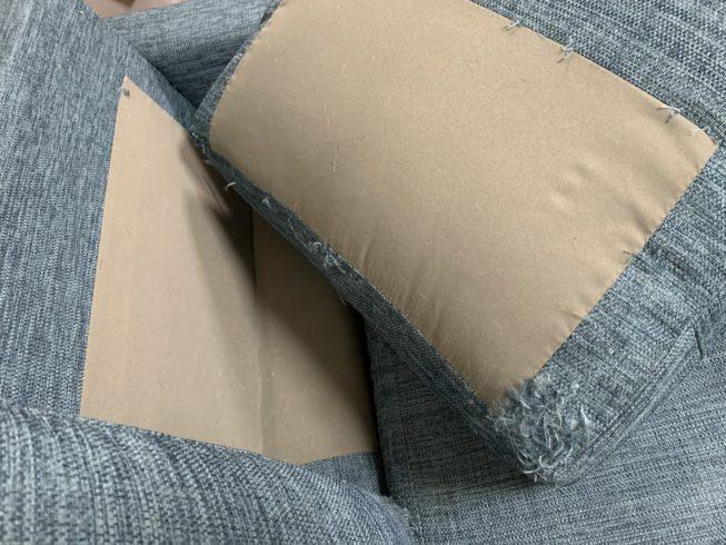 フェレットに破られたソファ